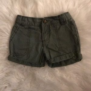 Lightly used. 2T toddler shorts in army green.